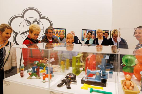 Rondleiding-voor-Kunsthalvrienden-op-11-okt-2015_Sovjet-Design_Kunsthal_foto-Bas-Czerwinski-(4)